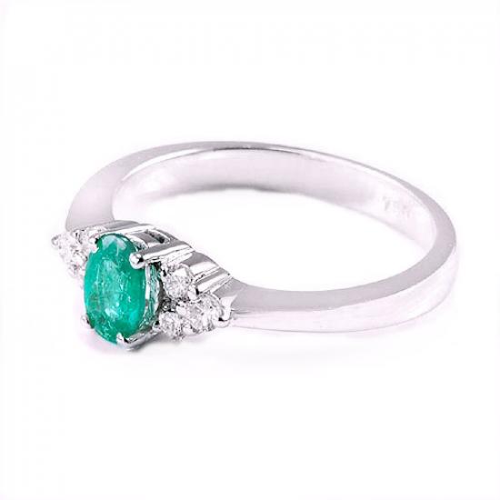 Affluent Emerald & Diamond Ring