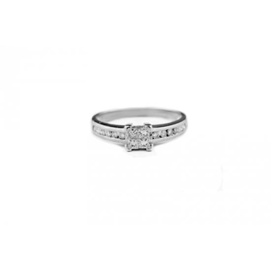 Focus Diamonds Ring