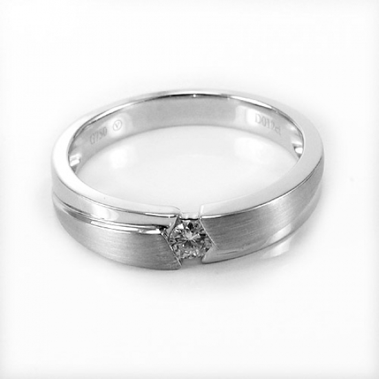 Eye-Catching Solitaire Engagement Ring
