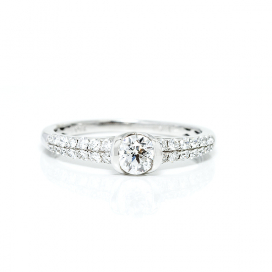 Trendy Diamond Ring