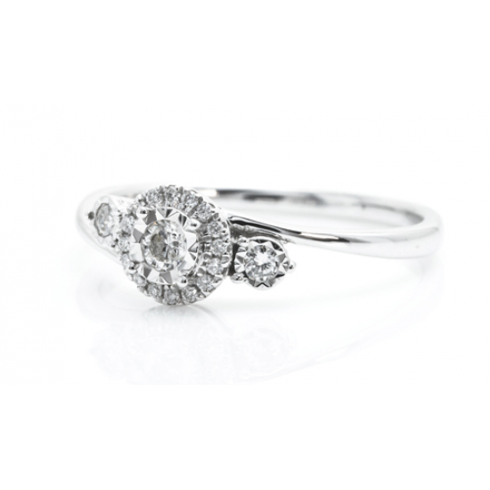 Iconic Elegant Diamond Ring